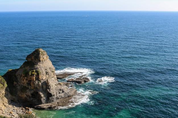 海岸の崖。