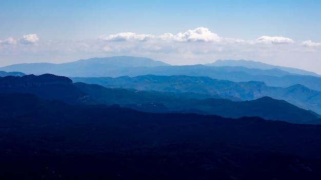 「ラ・モラ」からの「サン・リョレネ・デ・ムント・イ・ロバ」の自然公園の眺め。