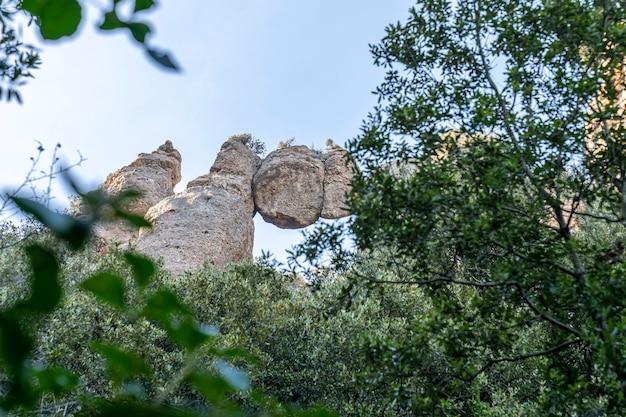 「サン・ジョランス・ド・ムントとオバック」の自然公園にある「ロカ・エンカバルカーダ」。