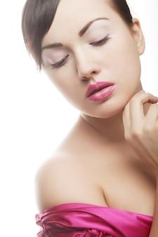 ピンクの唇を持つ女性