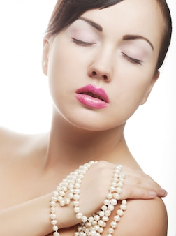真珠を持つクラマー女性