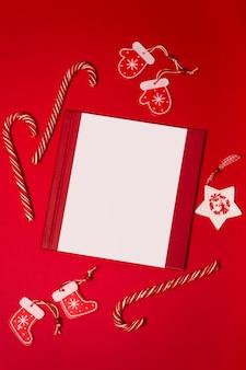キャンディー、トップビューでクリスマスグリーティングカード