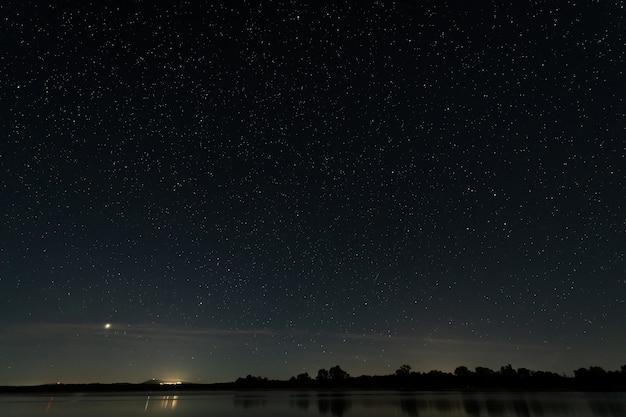 バルデサロールの沼地の夜の風景。エストレマドゥーラ。スペイン。