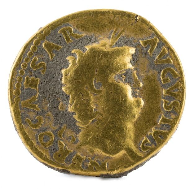 ネロ皇帝の古代ローマの金黄色のコイン。
