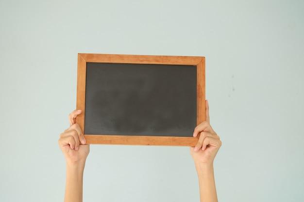 黒板を手にしている手