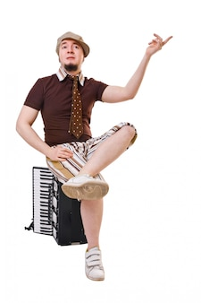 Прохладный музыкант с концертиной