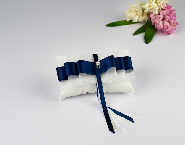 結婚指輪のための美しい枕