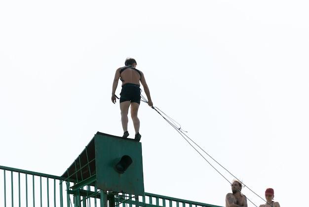 エクストリームスポーツロープジャンプ