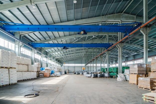 新しい倉庫のインテリア