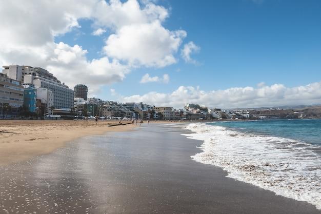 Вид на пляж лас кантерас. гран-канария, канарские острова, испания.