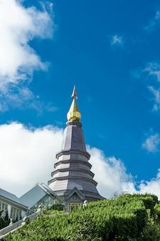 Верхняя часть башни пагоды чианг май