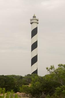 スペイン、バレアレス諸島、イビサ島の北西海岸にあるモスカーター灯台の眺め