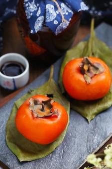 石ボード上の柿