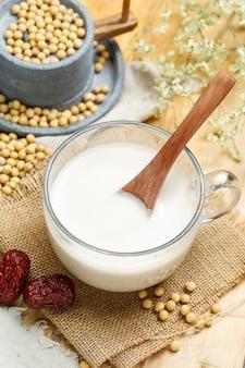 Соевое молоко и каменная мельница