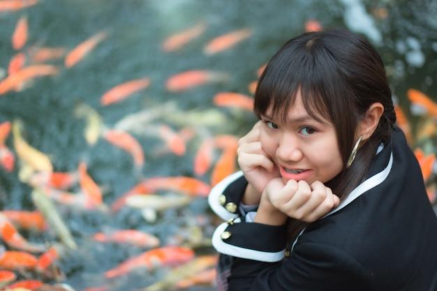 Девушки в японской школьной форме.