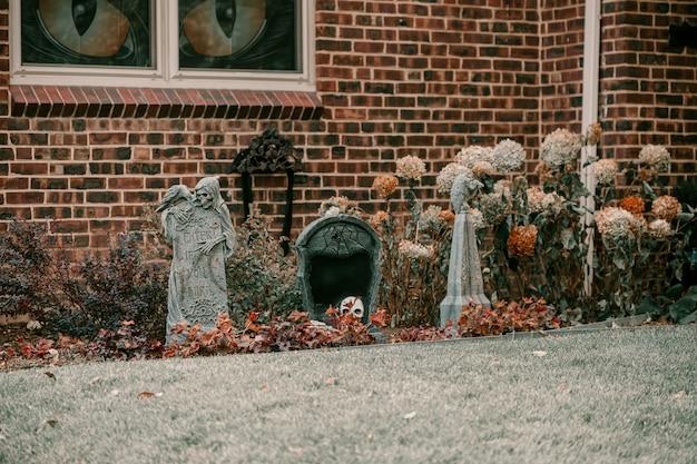 怖い不気味なハロウィーンの家の装飾