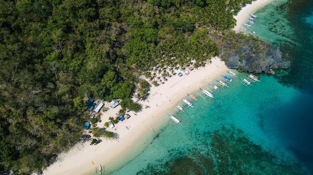 フィリピン、パラワン島エルニドのシエテペカドスビーチ