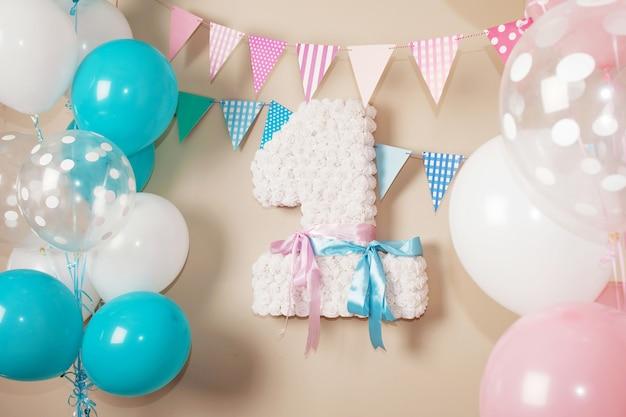 最初の誕生日の装飾パーティー
