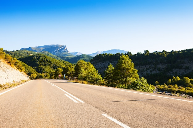 Асфальтовая дорога через горы