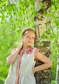 伝統的な服の女の子