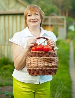 Счастливая зрелая женщина