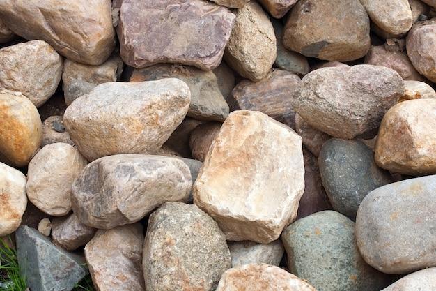 大きな石のヒープ