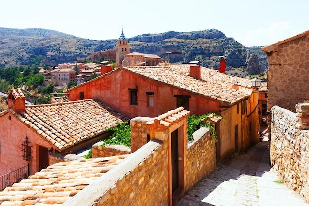 Резиденции каменных домов в альбаррасин. арагон