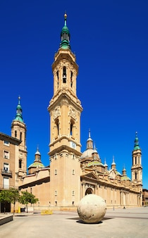柱の聖母大聖堂の日光浴