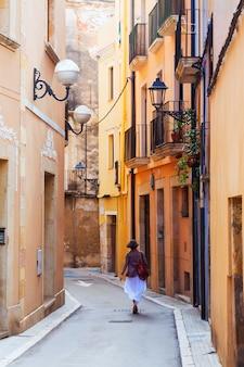 カタロニアの町の通り。タラゴナ