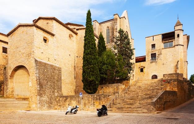 中世のジローナの通り