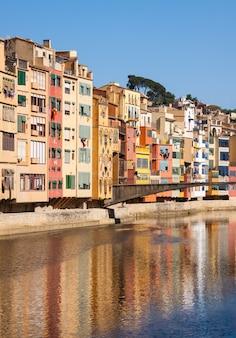 晴れた日のジローナの美しい景色
