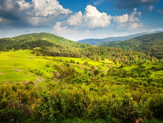Вид на горы пиренеев. арагон