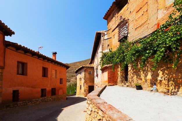Солнечная улица испанского города