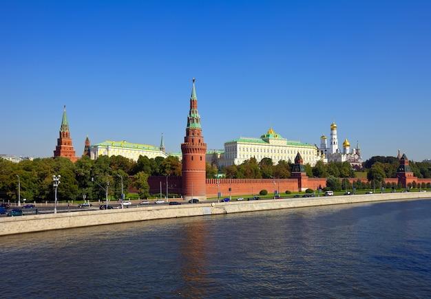 Вид в московский кремль