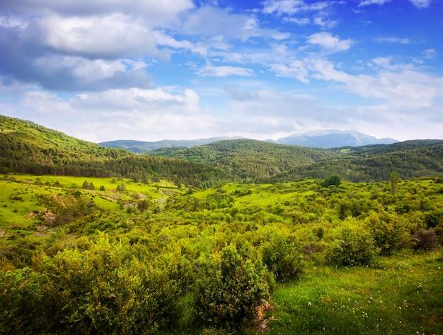 Горный перевал в пасмурный день. пиренеи
