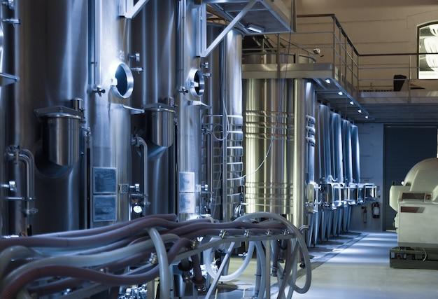 現代のワインメーカー工場
