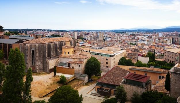 中世のジローナの眺め