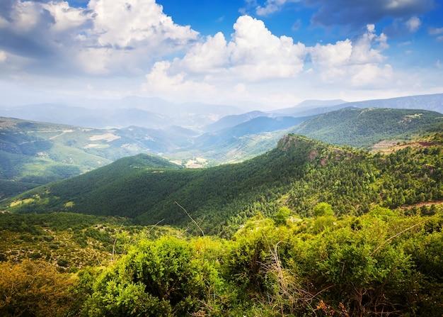 水平な山の風景