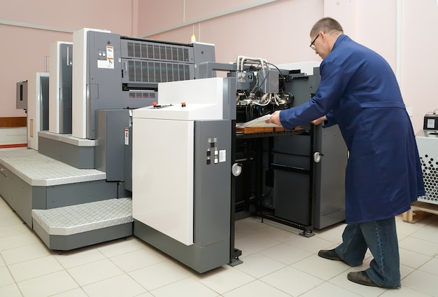 Рабочий офсетный принтер