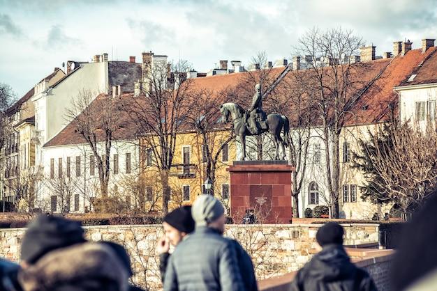アルトゥールゴルゲイの騎馬像