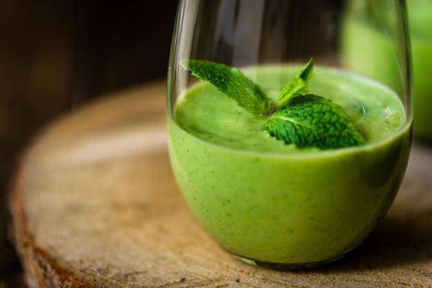 グリーンアボカドミルクセーキ。美味しくヘルシーなスムージー