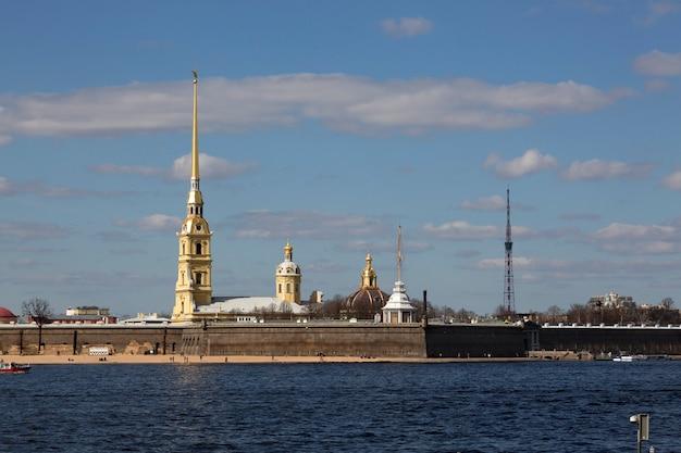 サンクトペテルブルクのパノラマ。ピーターとポールの要塞の眺め。