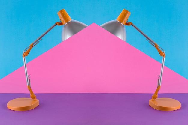 Абстрактный коллаж с настольной лампой на цветной