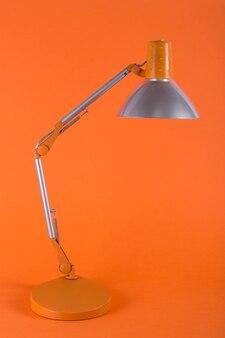 Настольная лампа для рабочего стола на оранжевом