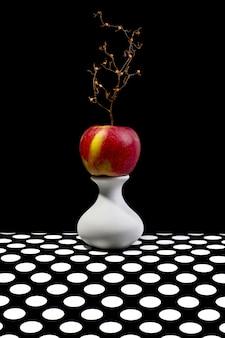 白い花瓶のリンゴのある静物