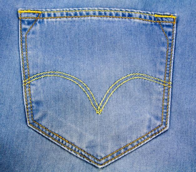 Голубой джинсовый задний карман