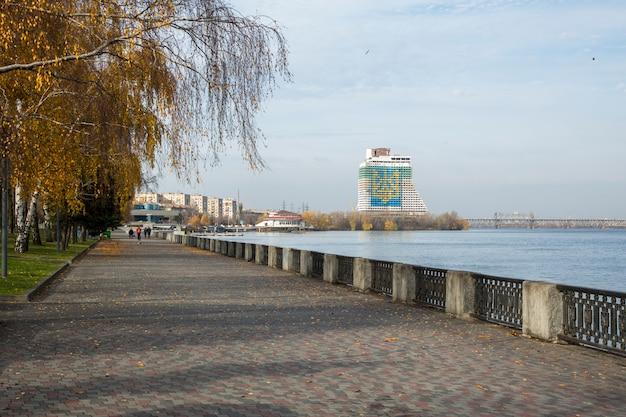 Набережная города днепра, украина.