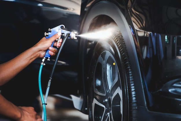 車を洗った後、タイヤをスプレースプレーして、タイヤをキラキラと黒くします。