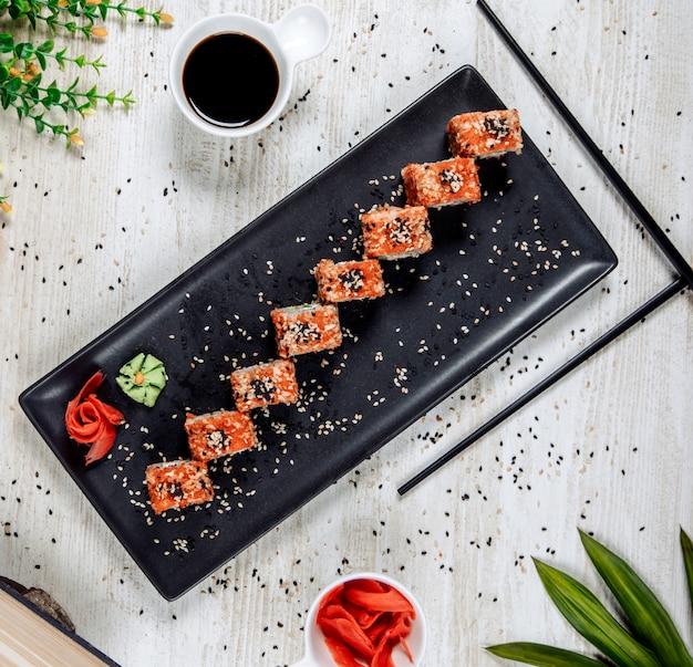 Суши с красной икрой и кунжутом