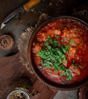 Запеченная в духовке мясная запеканка с соусом